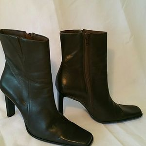 30%/4. LEATHER BROWN ANKLE BOOTS 8M